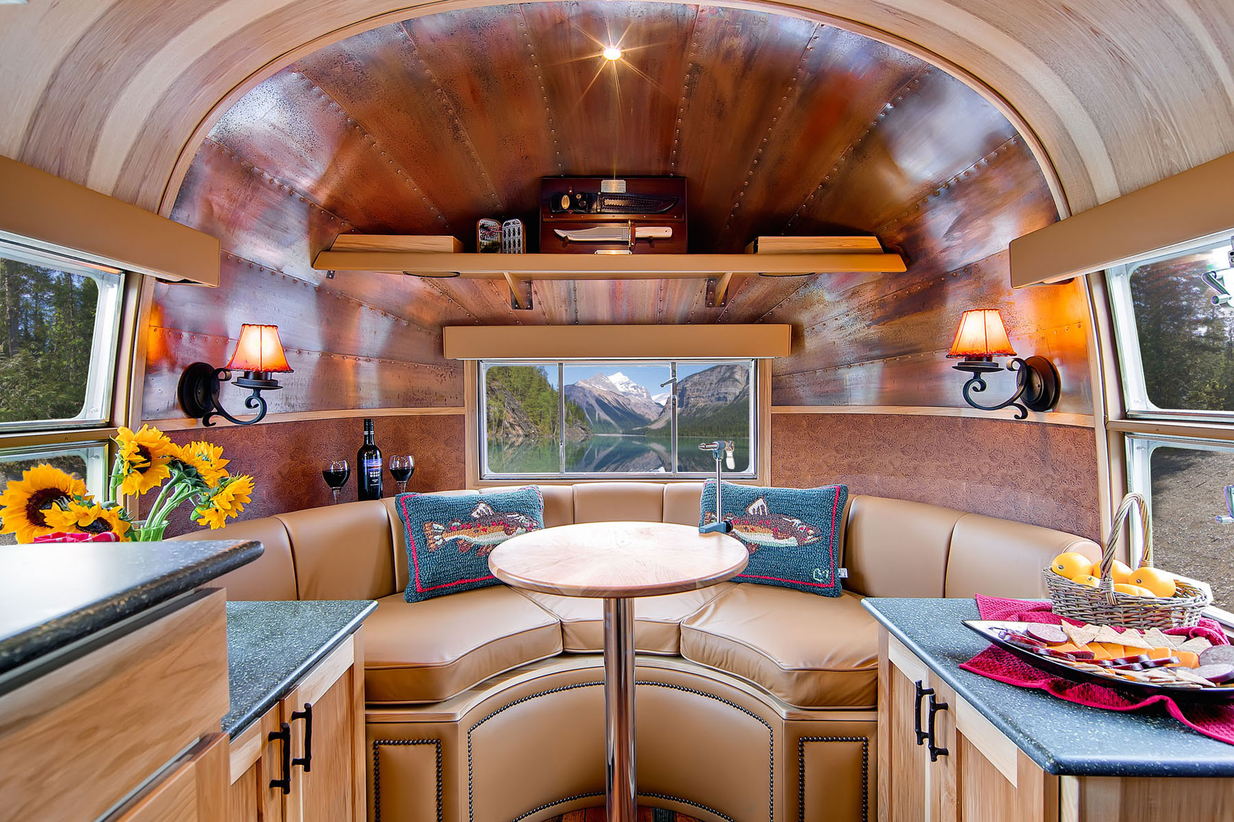 Perfect Vintage Airstream Travel Trailers Interiors 1800 x 1200 · 531 kB · jpeg